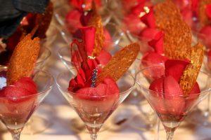 helen-peche-de-vigne-rotie-a-la-lavande-petales-de-rose-eclat-de-chocolat-champagne-rose-2